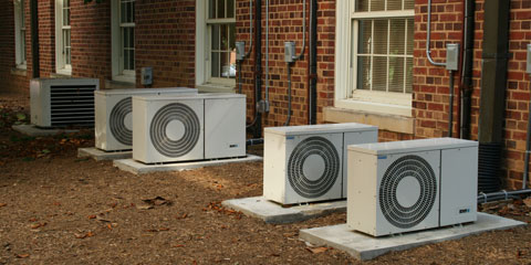 2008-07-11_Air_conditioners_at_UNC-CH-capa