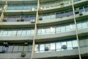 Unidades externas poluem a fachada do prédio