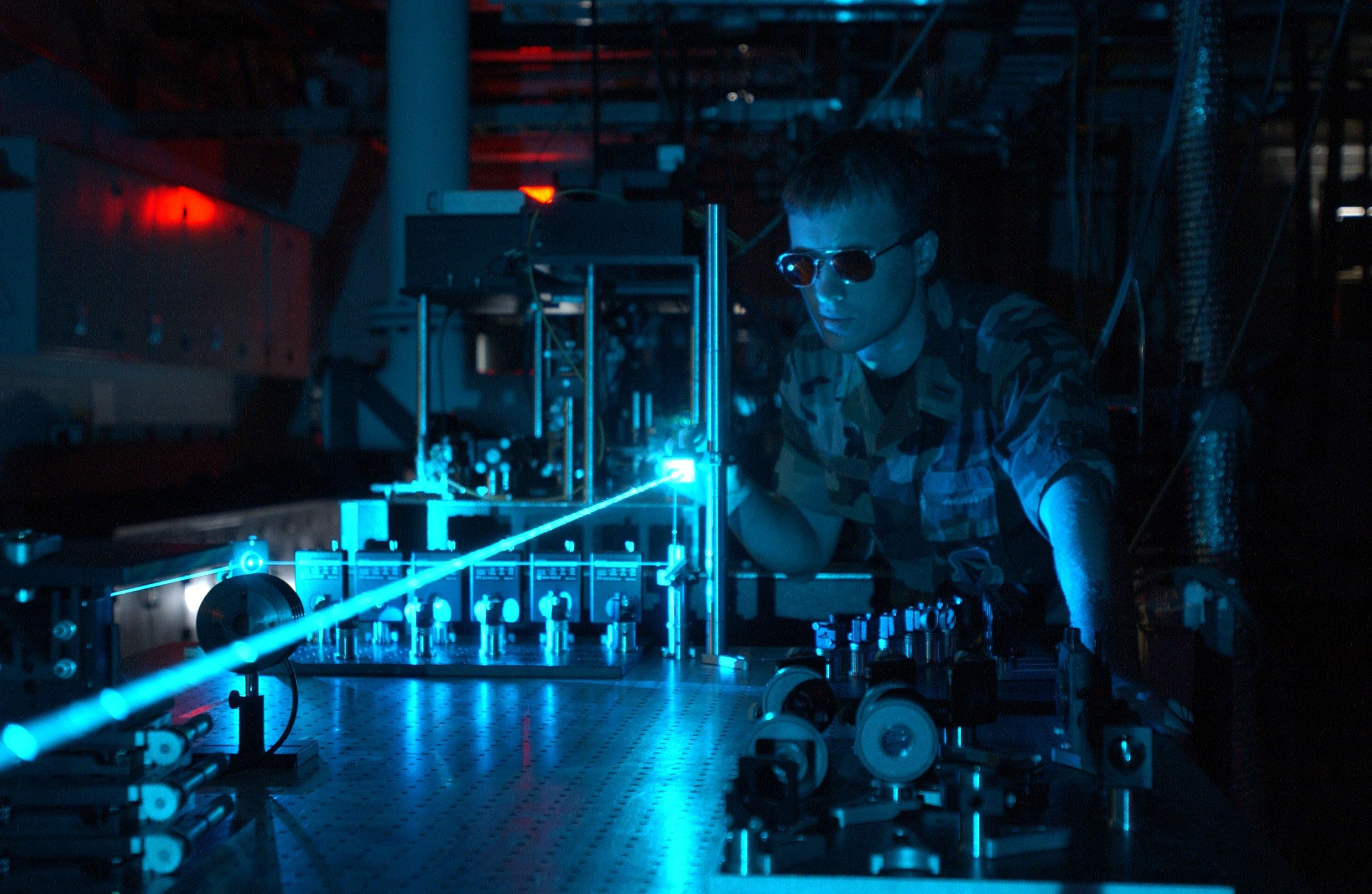 Military laser experiment. Crédito da imagem: Wikimedia