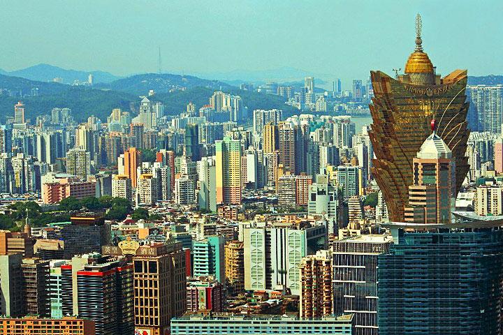 Macau: Concurso de moda busca reduzir gastos com ar condicionado