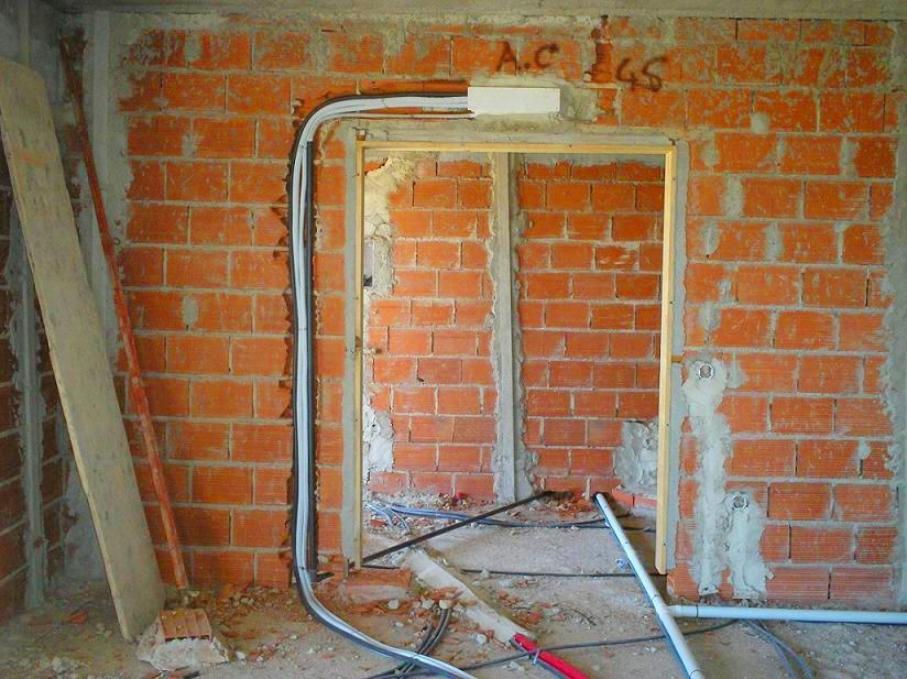 Pré-instalação de ar-condicionado em andamento com a obra