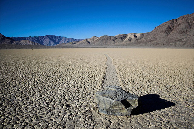 Rochas deslizantes no Vale da Morte