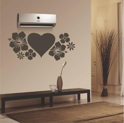 Adesivos na parede junto ao ar condicionado