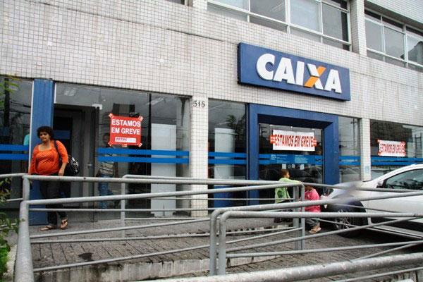 Ar-condicionado quebrado gera greve em agência bancária. Foto: Eisner Soares