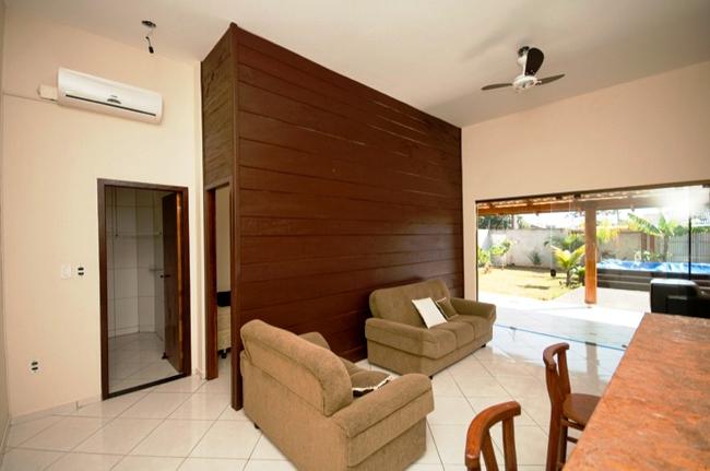 Um aparelho de ar condicionado em dois ou mais ambientes