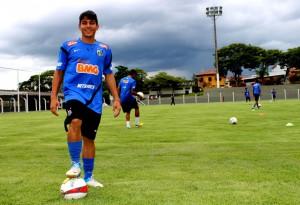 Volante Lucas Otávio, do Santos