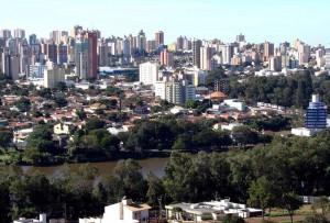 AC estão há seis meses encaixotados por falta de estrutura elétrica em escolas de Londrina