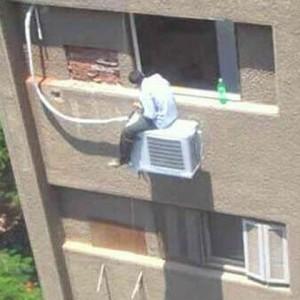 Instala do outro lado pra não pingar no do vizinho.