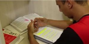 Concurseiro aluga sala com ar-condicionado para estudar