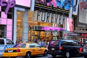 Nova Iorque pune lojas que deixam as portas abertas com o ar-condicionado ligado