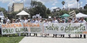 Marcha pelo Clima em Porto Alegre