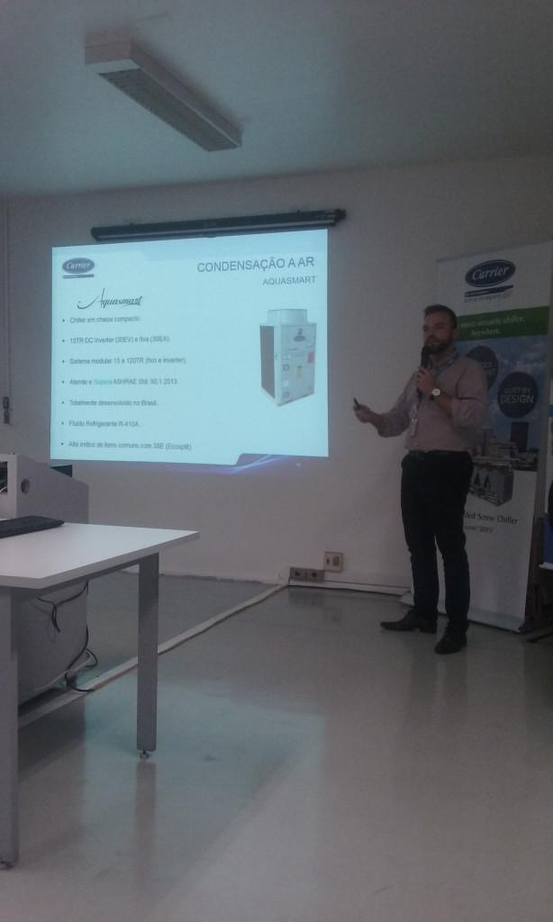 Nikolas Corbacho apresentando o Aquasmart