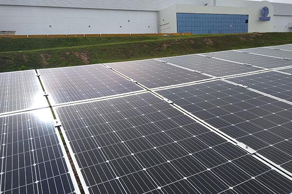 Gree- Sistema-Ar-Condicionado-Energia-Solar-Fábrica